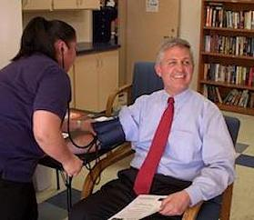 Dave Roberts Gives Blood 2014